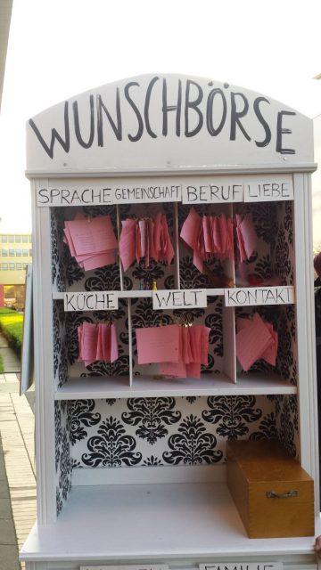 Hier haben Kölner Flüchtlinge ihre Wünsche für die Zukunft und das Leben aufgeschrieben