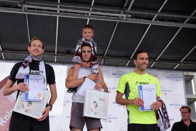 die ersten drei Männer auf 6,5 km 3. Platz Martin Schumacher, der erste Platz konnte nicht gelesen werden, 2. Platz Enrico Zensen (die waren schnell )023:21