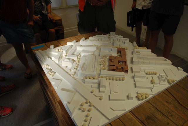 Model des Heliosgelände im Mittelpunkt die geplante Schule
