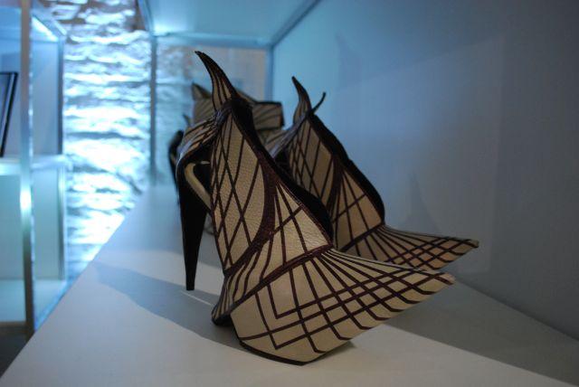 """diese unglaublichen """"Kunststücke"""", stammen von der Niederländerin Deniz Terli, aus Rotterdam,die versicherte, dass man in ihnen auch laufen kann!"""