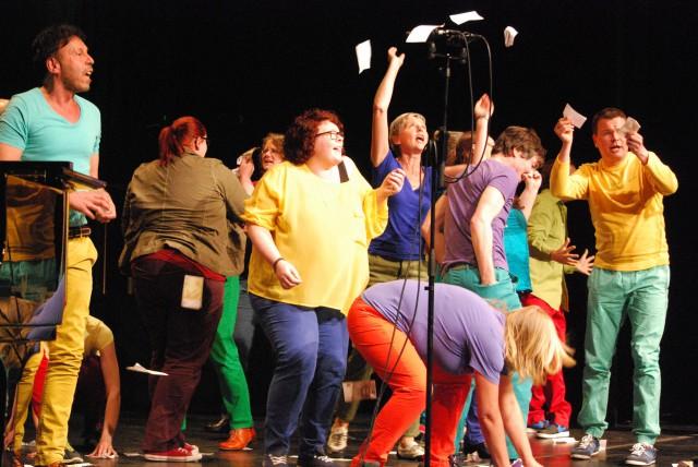 der Schwullesbische Chor Köln, in Ausnahmen dürfen auch Heteros dort mitmachen
