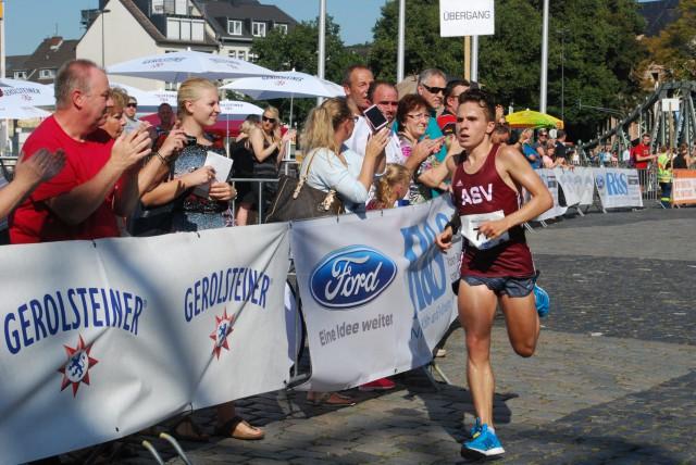 Dominik Fabianowsky der mit einer insbesondere bei der Hitze glänzenden Zeit von 52:28 ins Ziel lief, obwohl er zwischenzeitlich zu kämpfen hatte
