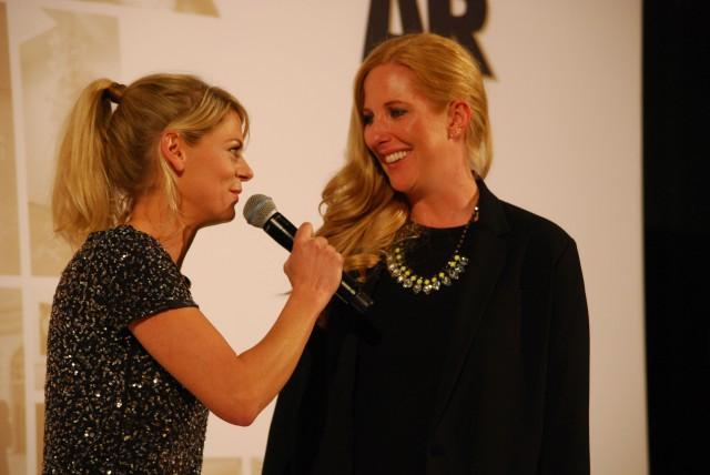 Anja Backhaus  (Moderation) und Catharina Cramer Warstein Chefin und Hauptsponsorin des Blooom Awards