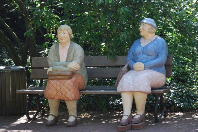es ist nicht immer leicht einen Sitzplatz zu finden, diese beiden Damen, wollten partout nicht aufstehen!